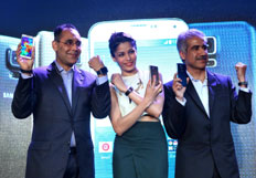 Freida Pinto launchs Samsung S5 smart phone