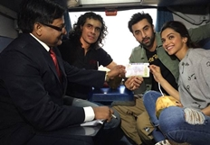 Ranbir Kapoor, Deepika Padukone Together Board Train To Delhi To Promote Tamasha