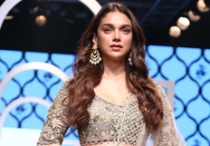 Pics : Bollywood Celebrities at Lakmé Fashion Week .