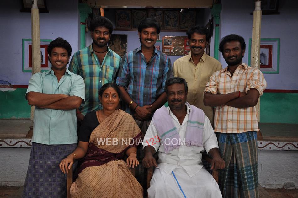 Muthukku Muthaga Review - IndiaGlitz.com