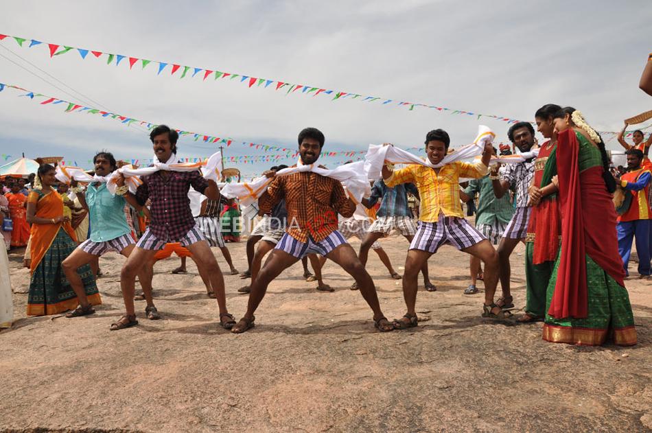 Muthuku Muthaga Review - Tamil Movie Muthuku Muthaga ...
