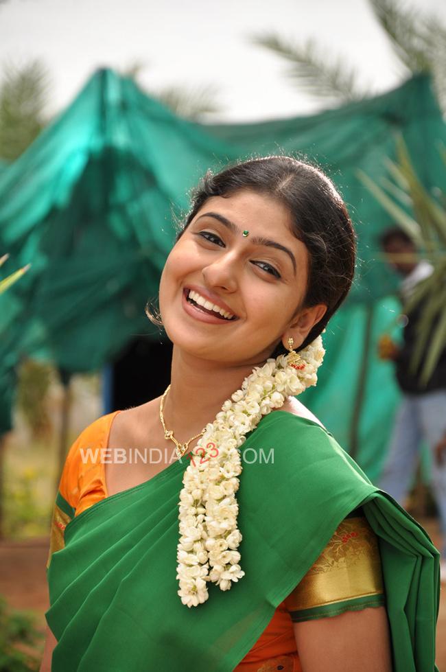 Muthukku Muthaga (2011) Tamil Movie - Spicyonion.com