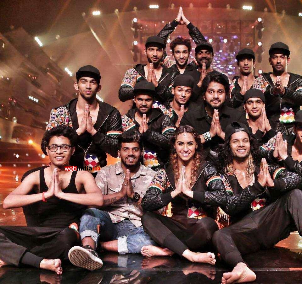 ABCD 2 - Any Body Can Dance 2 Bollywood Movie Trailer   Review   Stills