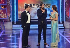 Jacqulin Fernandez And  Arjun Rampal Promote Roy At Bigg Boss Season 8