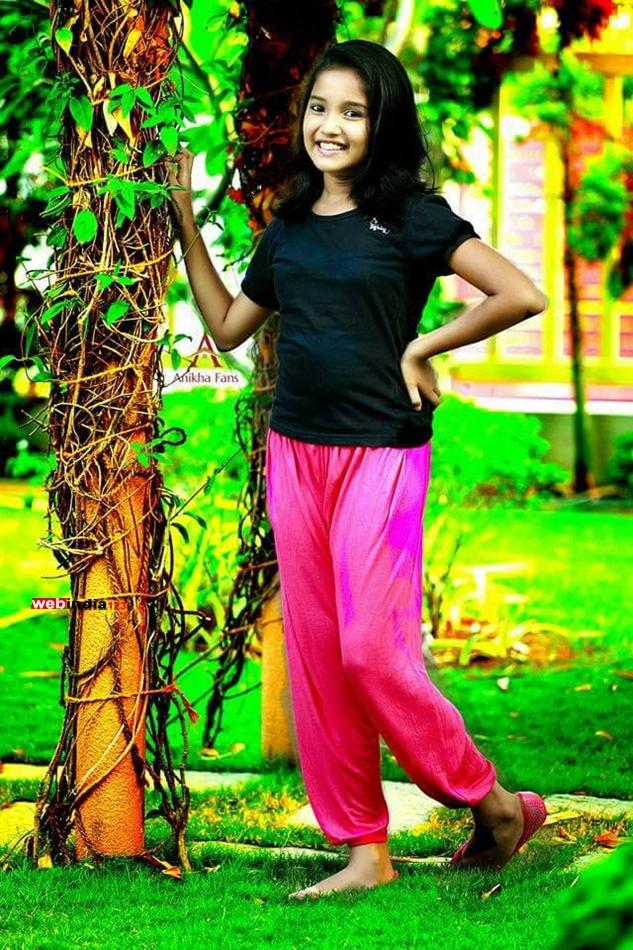 Beautiful bangalore girl in pink panty - 3 4