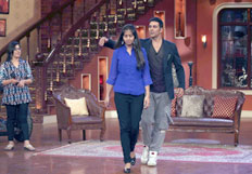 Akshay Kumar on the sets of Comedy Nights with Kapil to promote film Holiday