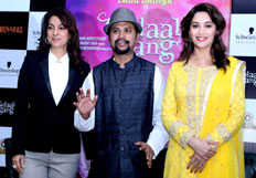 Madhuri And Juhi promote Gulaab Gang
