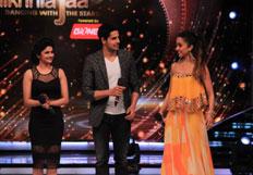 Sidharth Malhotra  Shraddha Kapoor  Prachi Desai promote Ek Villain on Jhalak Dikhhla Jaa 7