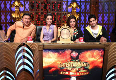 Sidharth Malhotra  and  Shraddha Kapoor on the sets of Entertainment Ke Liye Kuch Bhi Karega