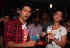 Varun and Ileana promotes their film at cafe and theatres