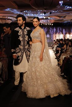 Ranbir, Deepika dazzled ramp of 'The Walk of Mijwan' - Photos