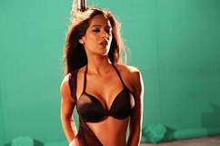 Poonam Pandey dances on the sets of 'Nasha'