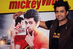 Media interaction of film Mickey Virus - Stills