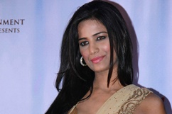 First look of Poonam Pandey's debut film 'Nasha' - Stills