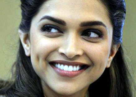 Best Smiles Of Bollywood Actress
