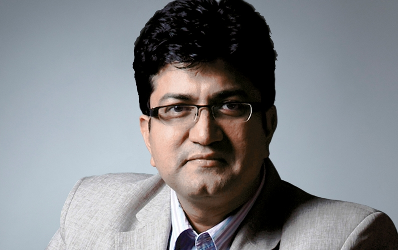 Karni Sena draws dagger against Prasoon Joshi
