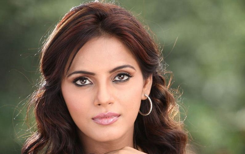 Making Bhojpuri cinema to clean its image, says Neetu Chandra