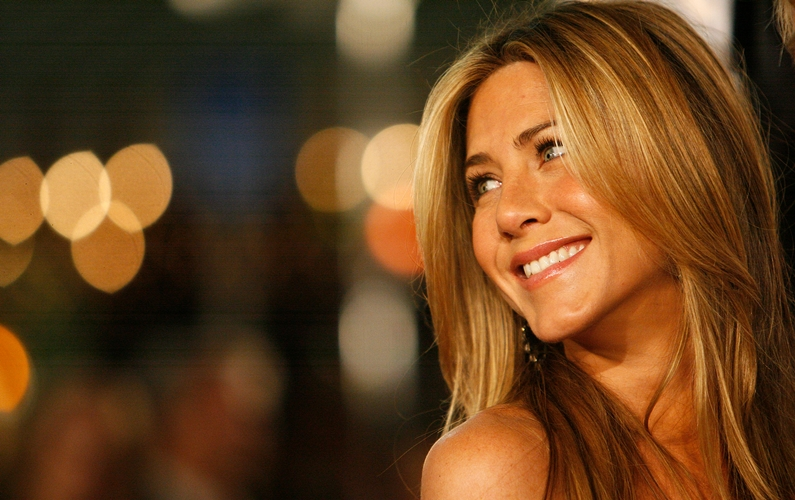 Jennifer Aniston donates $1 mn to charity