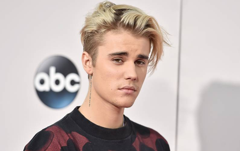 Justin Bieber turned down by girl on social media