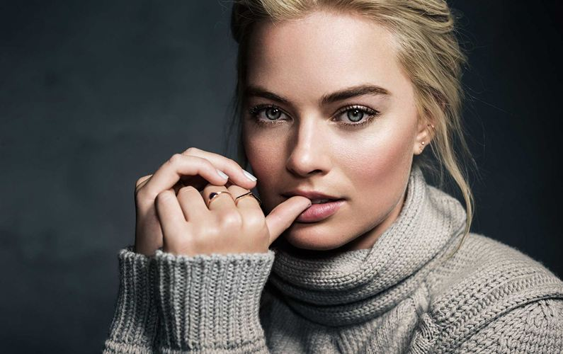 Margot Robbie has worn retainers since she was 14
