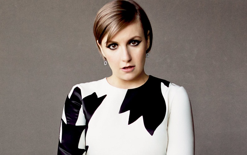 Lena Dunham tackles body image by posting nude photograph