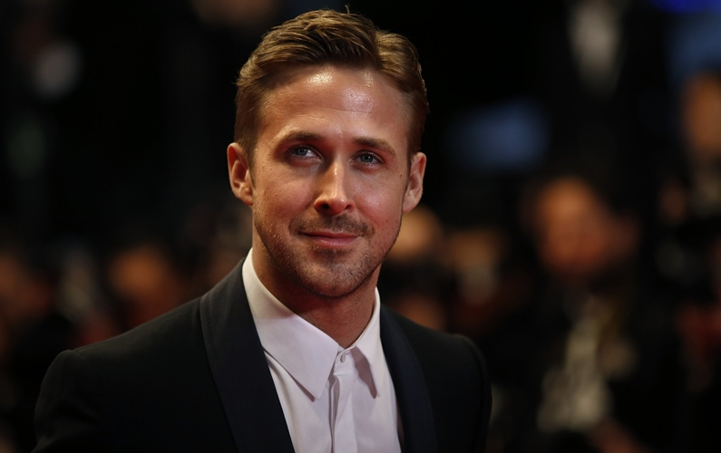 Gosling debuts buzz cut for Armstrong biopic