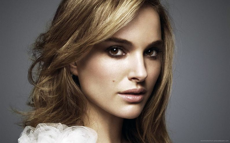 Natalie Portman may play astronaut in film