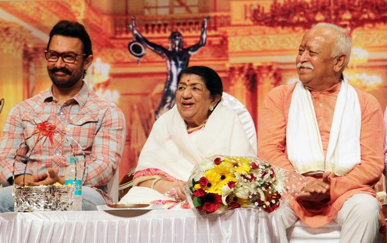 Aamir attends award function for Lata Mangeshkar