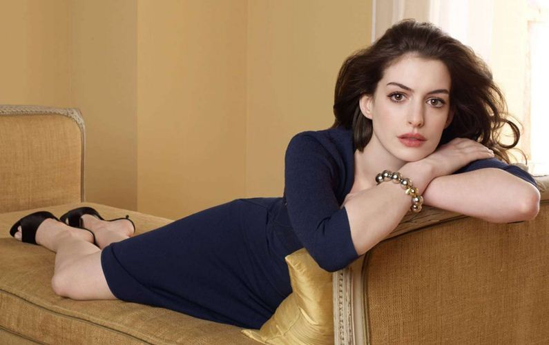 Anne Hathaway to produce new comedy on dating apps
