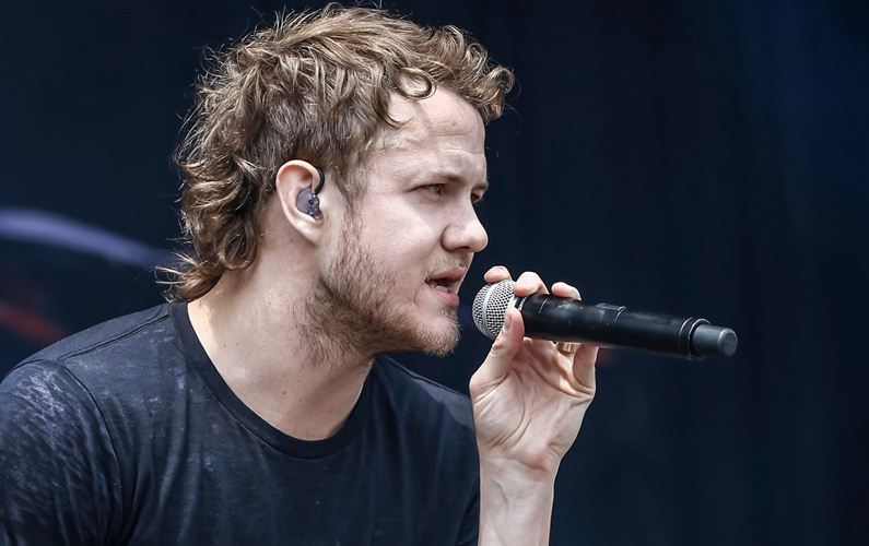 Dan Reynolds honours Cornell at Billboard Music Awards