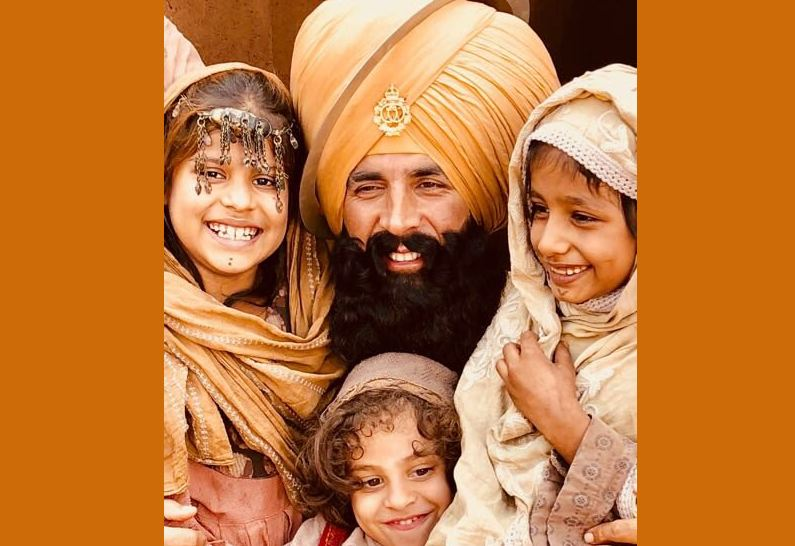 Akshay shoots with Afghani kids for 'Kesari'
