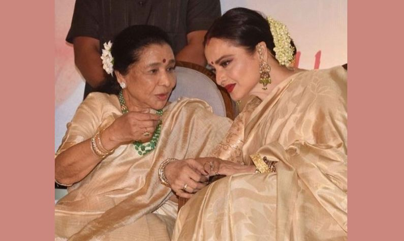 Rekha felicitates Asha Bhosle with Yash Chopra Memorial Award