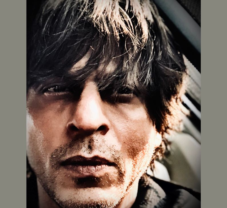 Traffic makes SRK a photo editor
