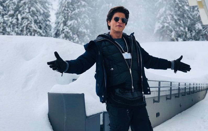 Shah Rukh Khan recreates signature pose in Davos