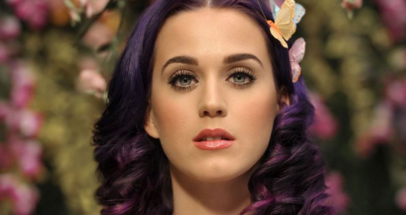 Katy Perry says she never had plastic surgery